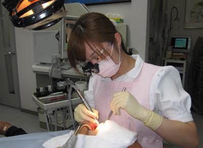当院では、現在、歯科衛生士も全員、拡大鏡(Surgitel)を使用して... 歯科衛生士 マイク